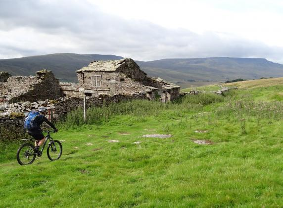 Cycle holiday pennine bridleway